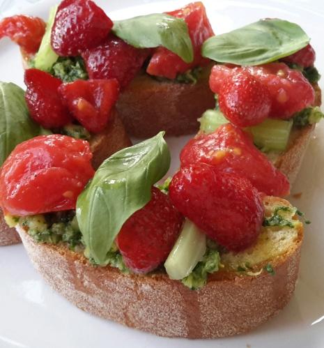 bruschetta fragole e pomodori